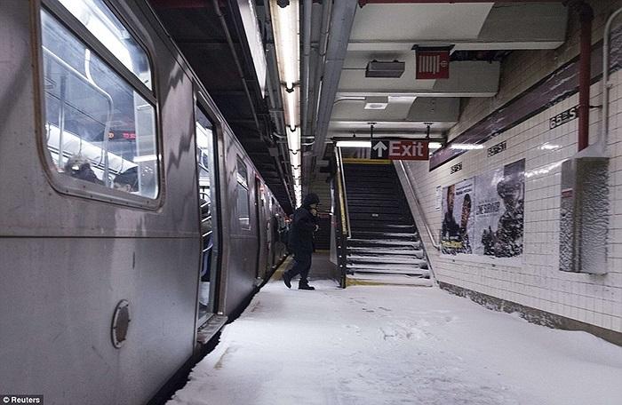 Bên trong một ga tàu điện ngầm ở New York