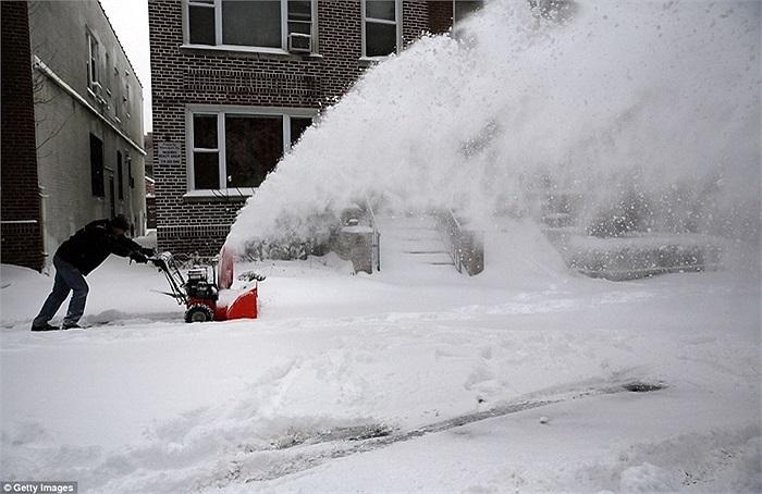 Xe dọn tuyết của người dân ở New York