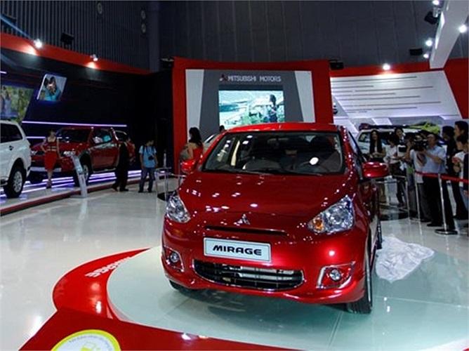 Tại Việt Nam, Mitsubishi Mirage được xếp cùng 'chiếu' với Kia Morning, Hyundai i10 hay Chevrolet Spark. So với các đối thủ, Mirage ít nhiều có ưu thế về khả năng xoay trở nơi chật hẹp khi có kích thước nhỏ gọn và bán kính quay vòng chỉ 4,6m, thuộc dạng thấp nhất trong phân khúc. Mitsubishi Mirage được nhập khẩu từ Thái Lan và có 2 phiên bản Mirage CVT với giá 510 triệu đồng và Mirage MT với giá 440 triệu đồn.