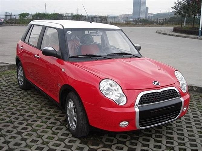 Mẫu  Xe Lifan 320 từng gây sốt tại Bắc Kinh và Thượng Hải bởi đường nét thiết kế và đặc biệt là giá bán rất mềm. Lifan 320 có kiểu dáng thiết kế gần giống với Mini Cooper. Tại Việt Nam mẫu xe này được nhập khẩu nguyên chiếc từ Lifan Trùng Khánh (Trung Quốc), giá bán khoảng 260 triệu đồng.
