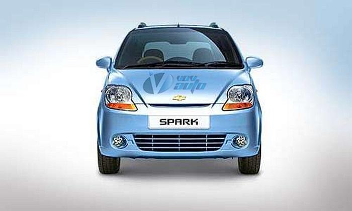 Sau sự xuất hiện vào năm 2011 thì mẫu xe cỡ nhỏ Chevrolet Spark được GM Việt Nam bổ sung phiên bản số tự động. Giá bán của xe Chevrolet Spark tại Việt Nam hiện tại dao động trong khoảng 213 triệu đến 377 triệu đồng (tùy từng phiên bản khác nhau).