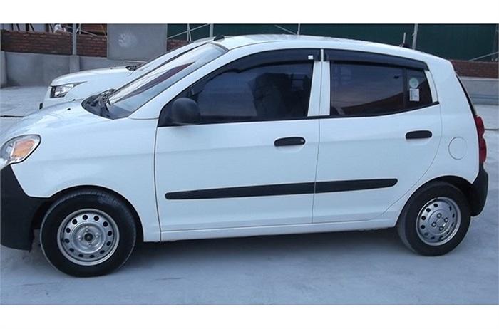 Hiện tại, xe Kia Morning do Trường Hải lắp ráp và phân phối chính hãng tại Việt Nam các phiên bản có giá bán từ 360 đến 450 triệu đồng.