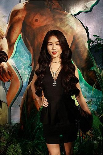 Buổi ra mắt phim còn có sự xuất hiện của hotgirl Pé Sam, hotboy Huỳnh Anh, ca sỹ Tùng Lâm, MC Thanh Thảo...