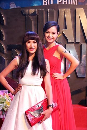Người mẫu Trang Trần đến chúc mừng vợ chồng Phạm Quỳnh Anh.