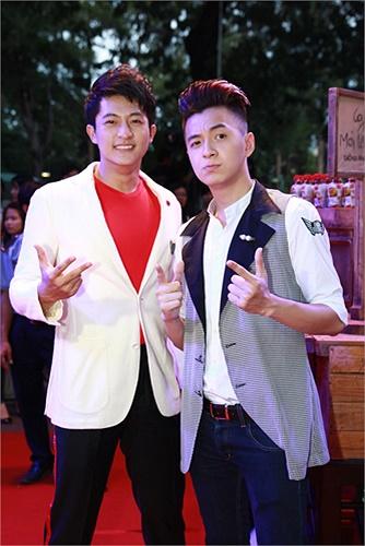 Ngô Kiến Huy và Hot boy Harry Lu khoe vẻ điển trai làm các fan mê mẩn.