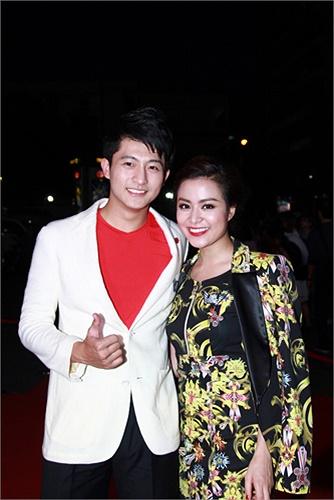 Trong phim, Hoàng Thùy Linh đảm nhiệm vai chính, là cô ca sỹ cùng tên với cô.
