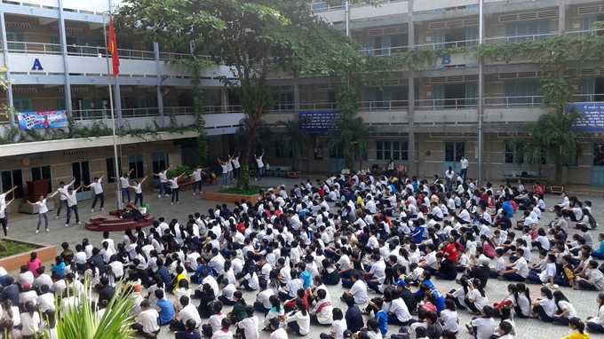 quảng cáo tấn công trường học