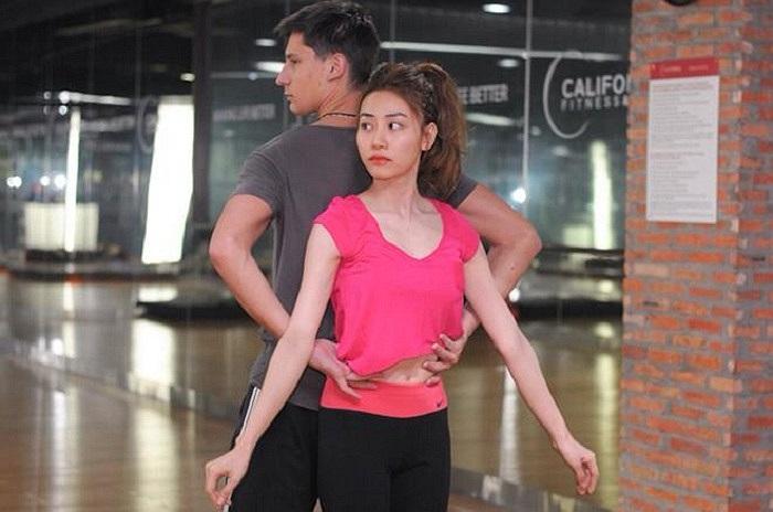 Sau sự cố lộ ngực ồn ào, Ngân Khánh tham gia vào show truyền hình Bước nhảy hoàn vũ.