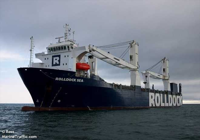 Tàu vận tải Roddock Sea chở theo tàu Kilo HQ 182 Hà Nội trên đường tới Cam Ranh. Ảnh: Marine Traffic