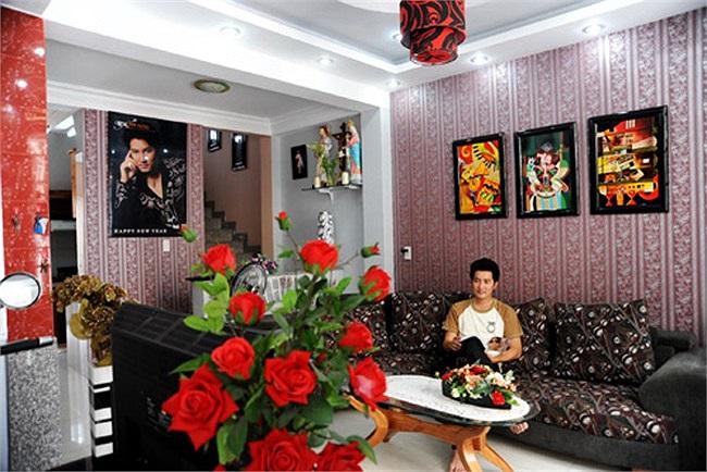 Ngôi nhà thân thiện của Nguyễn Phi Hùng. Cá tính trầm hiền và yêu thích sự ngăn nắp, giọng ca 'Dáng em' chọn cách trang trí nhà riêng toát lên vẻ hiếu khách của chủ nhân.