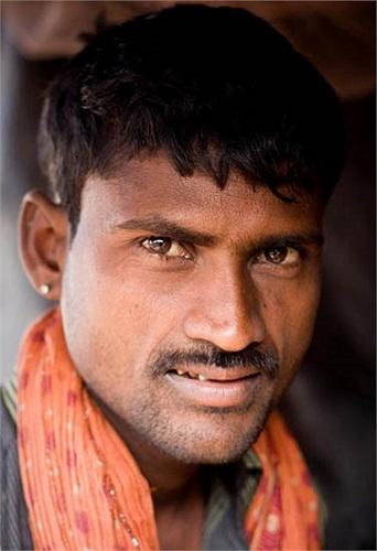 Nhiếp ảnh gia Prakash cảm thấy thật sự hạnh phúc vì phần nào giúp thế giới hiểu hơn về công việc âm thầm của những người công nhân ở đây.