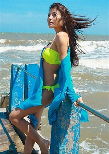 Đôi chân gợi cảm của người mẫu - diễn viên Thúy Diễm trong phim 'Ranh giới trắng đen'.