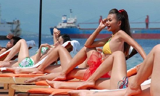 Những phân cảnh nóng bỏng của Thanh Hằng trong phim 'Những nụ hôn rực rỡ'.