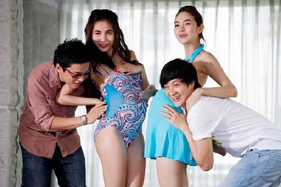 Minh Hằng và Thủy Tiên mặc bikini cho bà bầu.