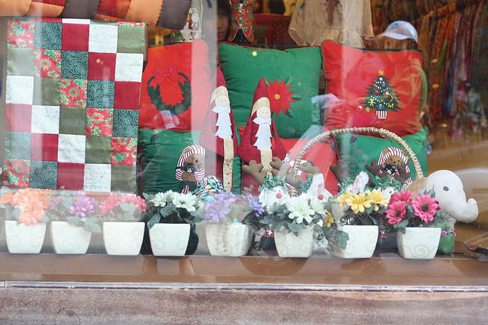 Gối lót theo chủ đề Giáng sinh có giá từ 70.000 - 150.000 đồng.
