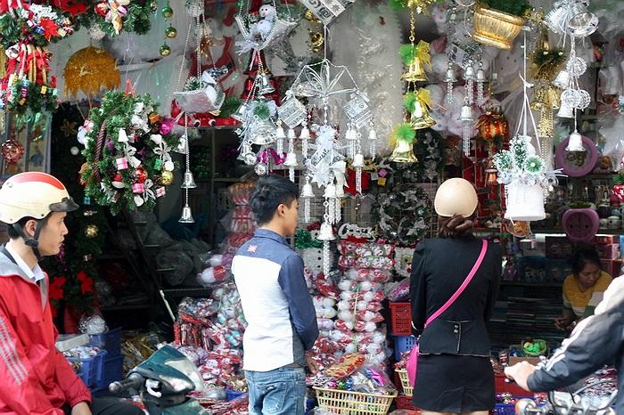 Nhìn chung các mặt hàng dành cho dịp Noel sắp tới rất đa dạng về chủng loại, kiểu dáng cũng như mức giá