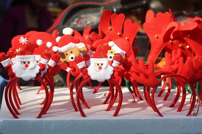 Bờm Noel - món đồ yêu thích của trẻ em, giá khoảng 20.000 - 30.000 đồng