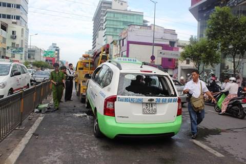 TP.HCM, taxi, bốc cháy, sân bay Tân Sơn Nhất, Nguyễn Văn Trỗi, quận Phú Nhuận, Khách nước ngoài