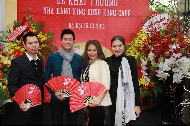 Sự xuất hiện của Quang Dũng cũng khiến nhiều người đến dự lễ khai trương bất ngờ.