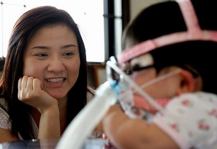 Em phải nhập viện khi mới 4 tháng tuổi vì có dấu hiệu thở khò khè, một tình trạng có thể do dây thanh quản bị thu hẹp.