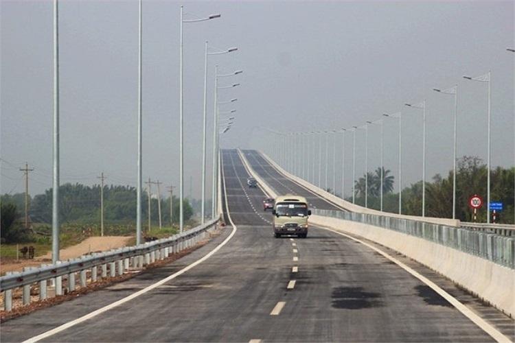 Đoạn cao tốc này chỉ cho ô tô khách và ô tô tải dưới 10 tấn lưu thông.