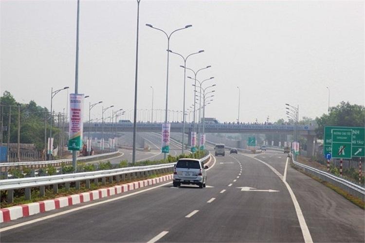 Việc đưa vào khai thác đoạn cao tốc giúp đẩy mạnh giao thương giữa TP.HCM và các vùng lân cận, phục vụ phát triển kinh tế - xã hội các tỉnh trong khu vực. Từ TP.HCM đi H.Long Thành, Đồng Nai trước đây khoảng 45km, thời gian lưu thông 60 phút thì nay rút ngắn xuống còn 22km, thời gian khoảng 20 phút.