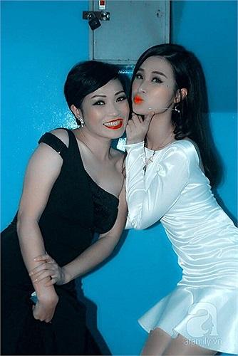 Đông Nhi nhí nhảnh bên người chị Phương Thanh.