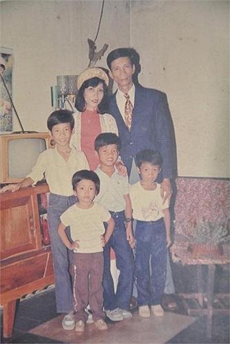 Họ có với nhau bốn người con, ba trai và một gái.