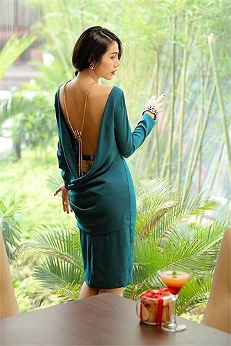 Thủy Tiên khoe lưng trần nuột nà, mướt mát trong bộ ảnh thời trang mới.