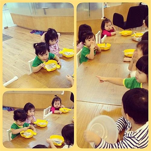 Trường mầm non của con gái Diệp Chi cũng thường xuyên tổ chức khám sức khỏe, đo cân nặng cho các bé.