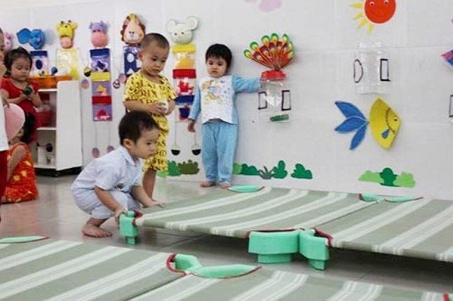 Lợi thế đầu tiên phải kể đến ở ngôi trường là nằm ở không quá xa nhà của Lý Hải - Minh Hà. Hơn nữa, cậu nhóc Rio cùng bạn bè vẫn có không gian thoải mái để chơi đùa trước và sau giờ học.