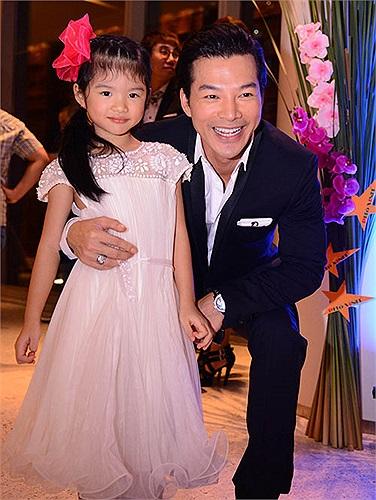 Trần Bảo Sơn bên cô công chúa đáng yêu.