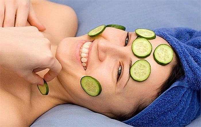 Dưa chuột chứa nhiều vitamin C và các dưỡng chất chống oxy hóa, có tác dụng làm mịn da và xóa bỏ sẹo mụn.
