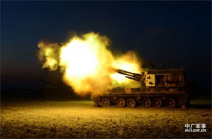 Xe tăng bắn pháo về kẻ địch giả định