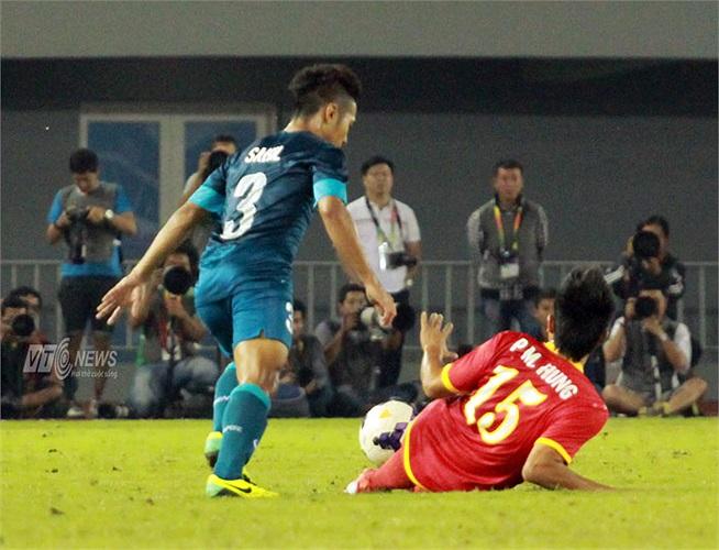 Anh là tác giả bàn phản lưới nhà cuối hiệp 1 khiến U23 Việt Nam nhận thất bại