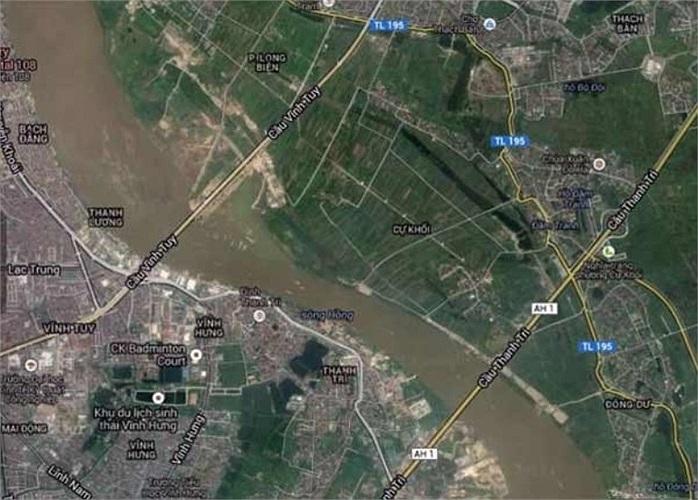 Nhưng trên cầu quá đông người, Khánh đi xe của nạn nhân đến đường Cổ Linh rồi bỏ lại, sau đó lên ôtô cũng Nguyễn Mạnh Tường đến cầu Thanh Trì phi tang.