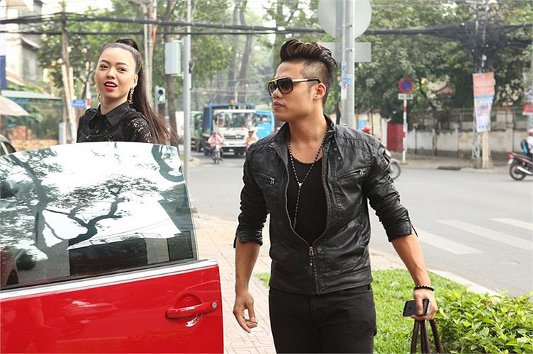 Sau những ồn ào về phong cách thời trang, Vũ Hoàng Điệp xuất hiện cùng Ngọc Minh Idol trong sự kiện ra mắt single và music video mới của nam ca sỹ vào hôm qua 11/12.