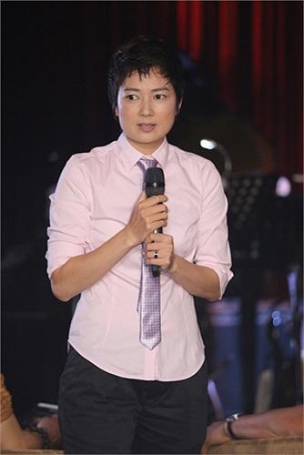 'Bà bầu' Thúy Vinh cũng góp mặt trong buổi ra mắt 'gà cưng'. Thúy Vinh cho biết, sau khi hết hợp đồng với Ngô Kiến Huy, chị hợp tác cùng Ngọc Minh Idol.