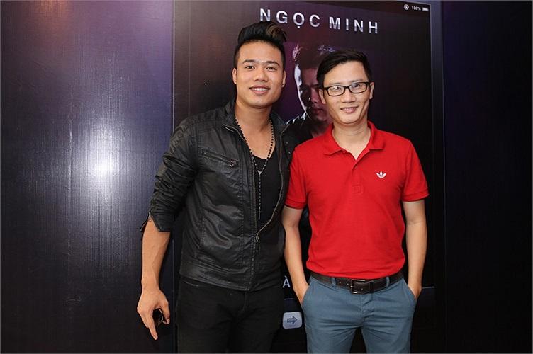 Nhạc sỹ Hoàng Bách nổi bật với chiếc áo đỏ. Ảnh: Khoa Nguyễn