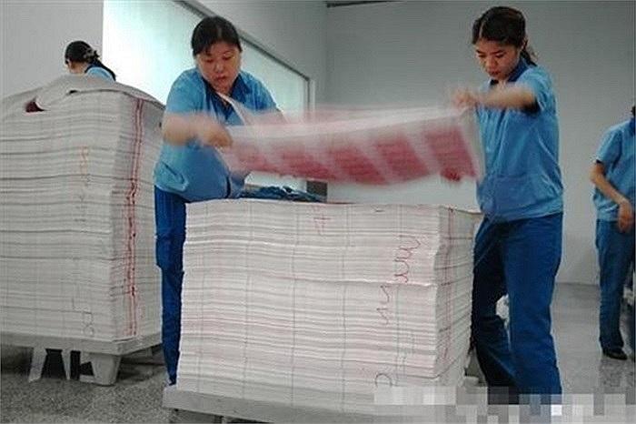 Loại giấy dùng để in tiền là loại giấy đặc biệt có vân màu và được tạo bởi nhiều hóa chất khác nhau
