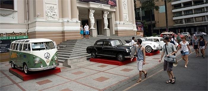 Dàn xe độc đáo này đã thu hút sự quan tâm của nhiều khách du lịch và người dân trong khu vực.
