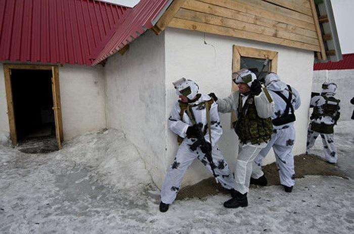 Mai phục và đột kích là phần không thể thiếu trong nhiệm vụ giải cứu con tin bị bắt cóc