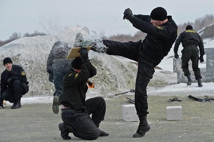 Cận cảnh đặc nhiệm Nga khổ luyện trong tuyết