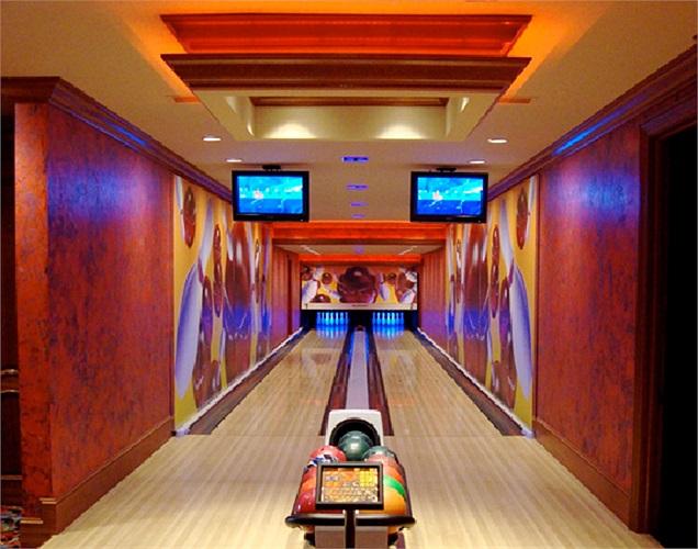 Nếu bạn là 1 người yêu thể thao, thừa thãi tiền bạc nhưng ngại đến những nơi đông đúc, bạn nên học cách mà đại gia này xây dựng riêng 2 làn Bowling trong nhà để thỏa mãn đam mê.
