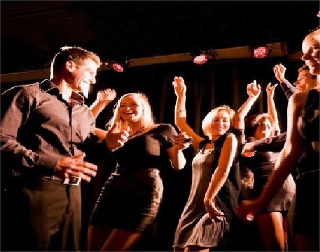 Những ông vua bà hoàng của tiệc tùng không ngần ngại xây dựng riêng cho mình những vũ trường để nhảy múa thâu đêm với bạn bè.