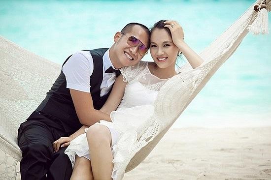 Gần đây, Phạm Ngọc Thạch đặc biệt khiến dư luận chú ý bởi việc kết hôn cùng thiếu gia Đại Dương. Họ lại tổ chức một đám cưới hoành tráng ở Hà Nội để Ngọc Thạch ra mắt họ hàng bên chồng.