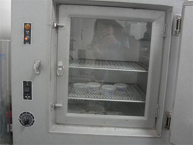 Đây là tủ làm ấm tinh trùng. Sau khi tinh trùng lấy ra từ thùng bảo quản có thể cho vào máy ở nhiệt độ 37 độ C khoảng 30 phút đến 1 giờ .