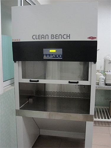 Buồng thao tác với tinh trùng. Những chú tinh trùng khỏe sẽ được lọc rửa để chọn những con khỏe mang đi thụ tinh.