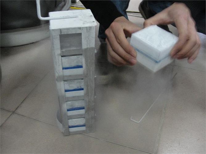 Tinh trùng của anh Ngọc sau khi được TS - BS Lê Vương Văn Vệ, giám đốc bệnh viện lấy về đã được lưu trữ.