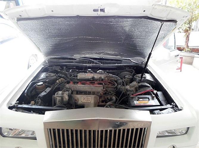 Thời gian để hoàn thành chiếc Rolls-Royce Phantom nhái này vào khoảng 3 tháng. Hiện chiếc xe đang được chủ nhân của nó rao bán với giá 300 triệu đồng.